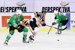 14.10.2016, Hala Tivoli, Ljubljana, SLO, EBEL, HDD Olimpija Ljubljana vs Moser Medical Graz 99ers, 9. Runde, im Bild Anze Ropret (HDD Olimpija), Oliver Setzinger (Graz 99ers) // during the Erste Bank Icehockey League 9th round match between HC Orli Znojmo and Moser Medical Graz 99ers at the Hala Tivoli in Ljubljana, Slovenia on 2016/10/14. EXPA Pictures © 2016, PhotoCredit: EXPA/ Sportida/ Vid Ponikvar<br /> <br /> *****ATTENTION - OUT of SLO, FRA*****