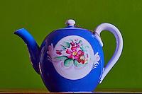 Russie, theiere Gardner en porcelaine // Russia, Gardner porcelaine teapot