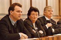 23.02.1999, Deutschland/Bonn:<br /> Karl Schlögl, Innenminister Österreich, Anita Gradin, Kommisarin der Europäischen Union für Justiz und Inneres, Finanzkontrolle, Betrugsbekämpfung, Otto Schily, Bundesinnenminister, Pressekonferenz zum Treffen der EU Innenminister aufgrund der PKK Krawalle, Bundes-Pressekonferenz, Bonn<br /> IMAGE: 19990223-02/01-16<br /> KEYWORDS: Karl Schloegl