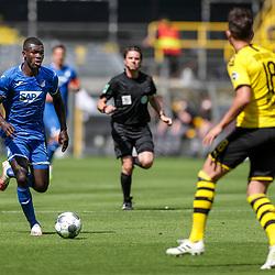 Ihlas Bebou (TSG 1899 Hoffenheim, #9), Leonardo Balerdi (Borussia Dortmund, #18); 1. Fussball-Bundesliga; Borussia Dortmund - TSG Hoffenheim am 27.06.2020 im Signal-Iduna-Park in Dormund (Nordrhein-Westfalen). <br /> <br /> FOTO: BEAUTIFUL SPORTS/WUNDERL/POOL/PIX-Sportfotos<br /> <br /> DFL REGULATIONS PROHIBIT ANY USE OF PHOTOGRAPHS AS IMAGE SEQUENCES AND/OR QUASI-VIDEO. <br /> <br /> EDITORIAL USE OLNY.<br /> National and<br /> international NewsAgencies OUT.<br /> <br /> <br /> <br /> Foto © PIX-Sportfotos *** Foto ist honorarpflichtig! *** Auf Anfrage in hoeherer Qualitaet/Aufloesung. Belegexemplar erbeten. Veroeffentlichung ausschliesslich fuer journalistisch-publizistische Zwecke. For editorial use only. DFL regulations prohibit any use of photographs as image sequences and/or quasi-video.