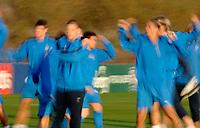 Photo: Glyn Thomas.<br />England Training. 09/11/2005.<br />The England squad warm up before training.