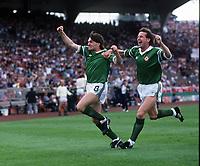 Fotball<br /> EM-sluttspillet 1988<br /> England v Irland<br /> Foto: Digitalsport<br /> Norway Only<br /> Ronnie Whelan og Ray Houghton, Irland