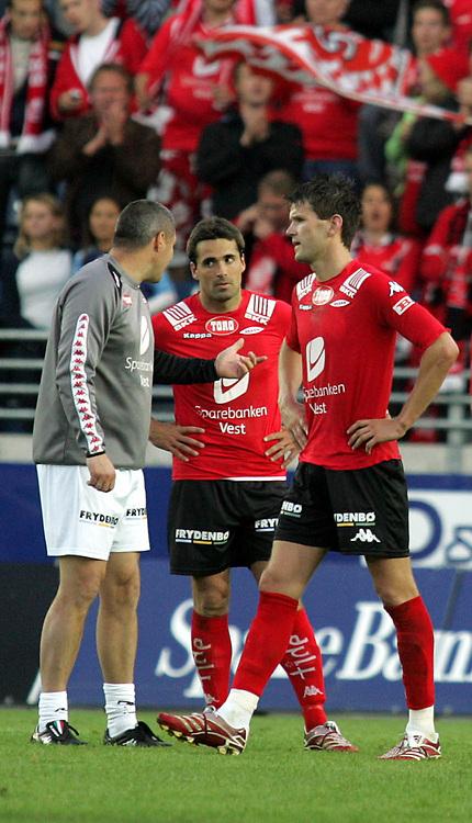 Fotball Tippeliga<br /> Viking Stadion 240607<br /> Viking - Brann<br /> Foto: Sigbjørn Andreas Hofsmo, Digitalsport<br /> <br /> Martin Andresen - Mons Ivar Mjelde - Eirik Bakke