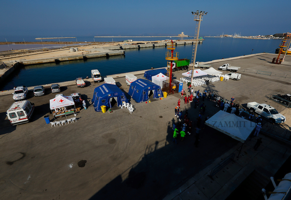 Italian authorities and the Red Cross wait for migrants as they disembark from the Medecins san Frontiere (MSF) rescue ship Bourbon Argos in Trapani, on the island of Sicily, Italy, August 9, 2015.  Some 241 mostly West African migrants on the ship arrived on the Italian island of Sicily on Sunday morning, according to MSF.<br /> REUTERS/Darrin Zammit Lupi <br /> MALTA OUT. NO COMMERCIAL OR EDITORIAL SALES IN MALTA