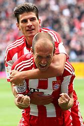 30.04.2011, Allianz Arena, Muenchen, GER, 1.FBL, FC Bayern Muenchen vs FC Schalke 04 , im Bild Jubel nach dem tor zum 1-0 durch Arjen Robben (Bayern #10) mit Mario Gomez (Bayern #33)  , EXPA Pictures © 2011, PhotoCredit: EXPA/ nph/  Straubmeier       ****** out of GER / SWE / CRO  / BEL ******