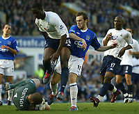 Fotball<br /> Premier League 2004/2005<br /> Foto: SBI/Digitalsport<br /> NORWAY ONLY<br /> <br /> Everton v Tottenham Hotspur<br /> Barclays Premiership.<br /> 03/10/2004.<br /> <br /> Spurs keeper Paul Robinson saves at the feet of Everton's James McFadden whilst Ledley King protects him