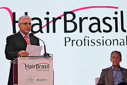 O presidente da Hair Brasil, Francisco Santos durante abertura Oficial da HAIR BRASIL 2012 - 12 ª Feira Internacional de Beleza, Cabelos e Estética, que acontece de 24 a 27 de março no Expocenter Norte, em São Paulo. FOTO: Jefferson Bernardes/Preview.com