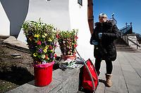 Bialystok, 05.04.2020. Bialostocka Katedra w Niedziele Palmowa N/z sprzedawczyni palm wielkanocnych fot Michal Kosc / AGENCJA WSCHOD
