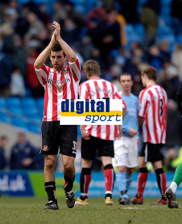Photo: Jed Wee.<br /> Manchester City v Sunderland. The Barclays Premiership. 05/03/2006.<br /> <br /> Sunderland's Julio Arca applauds the fans at the end of the game.