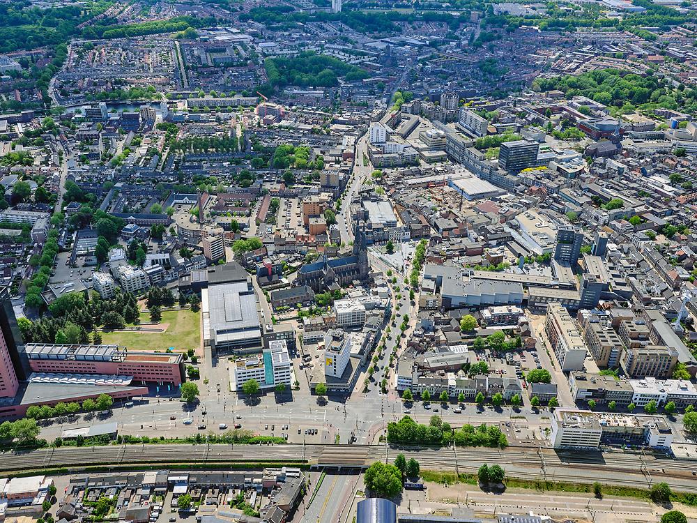 Nederland, Noord-Brabant, Tilburg, 14-05-2020; centrum van Tilburg, Heuvelring. Sint-Jozefkerk, 013 Poppodium, Tivoli.<br /> Center of Tilburg, Heuvelring. Saint Joseph's Church, 013 Poppodium, Tivoli.<br /> <br /> luchtfoto (toeslag op standard tarieven);<br /> aerial photo (additional fee required);<br /> copyright foto/photo Siebe Swart