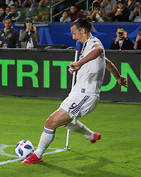 May 30, 2018 - Carson, California, U.S - Zlatan Ibrahimovic #9 of the LA Galaxy takes a corner kick during their MLS game against FC Dallas on Wednesday, May 30, 2018 at the Stub Hub Center in Carson, California. (Credit Image: © Prensa Internacional via ZUMA Wire)