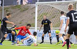 En liggende Elijah Just (FC Helsingør) får sendt bolden i mål til 1-0 under kampen i 1. Division mellem FC Helsingør og Vendsyssel FF den 18. september 2020 på Helsingør Stadion (Foto: Claus Birch).