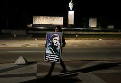 SANTA CLARA, Dec. 1, 2016 (Xinhua) -- A student waits to bid farewell to the motorcade escorting the ashes of Cuban revolutionary leader Fidel Castro in Santa Clara, Cuba, on Nov. 30, 2016. On Wednesday, Fidel Castro's ashes began a three-day procession east across 13 Cuban provinces, and be placed Sunday in Santa Ifigenia Cemetery in Santiago de Cuba, Cuba's second-largest city.  (Xinhua/David de la Paz)(zhf) (Credit Image: © David De La Paz/Xinhua via ZUMA Wire)