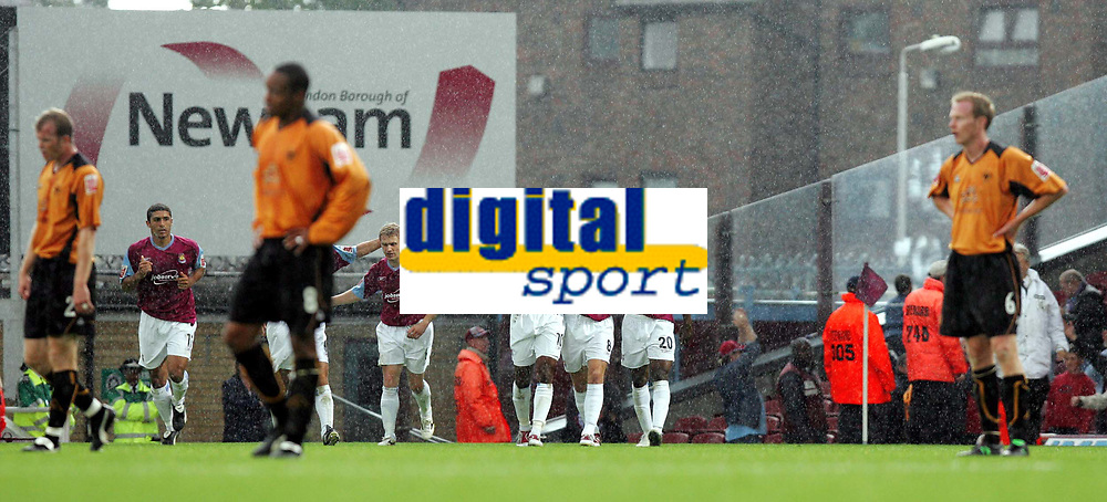 Fotball<br /> 2004/2005<br /> Foto: SBI/Digitalsport<br /> NORWAY ONLY<br /> <br /> West Ham v Wolverhampton Wanderers<br /> Coca-Cola Championship.  Upton Park.<br /> 02/10/2004<br /> <br /> West Ham's Teddy Sheringham celebrates his goal agianst Wolves as the opposition look dissapointed.
