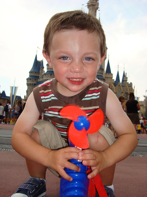 ///ADDITIONAL INFO:   ..2011.07.florida.fam.kjs  ---  Photo by KEVIN SULLIVAN / The Orange County Register  --  7/31/11..Family vacation to Orlando, Florida. Walt Disney World, Epcot, Animal Kingdom, Marriott Lakeshore Reserve.