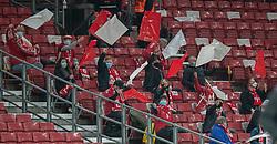 Spredte tilskuere med mundbind under kampen i Nations League mellem Danmark og Island den 15. november 2020 i Parken, København (Foto: Claus Birch).