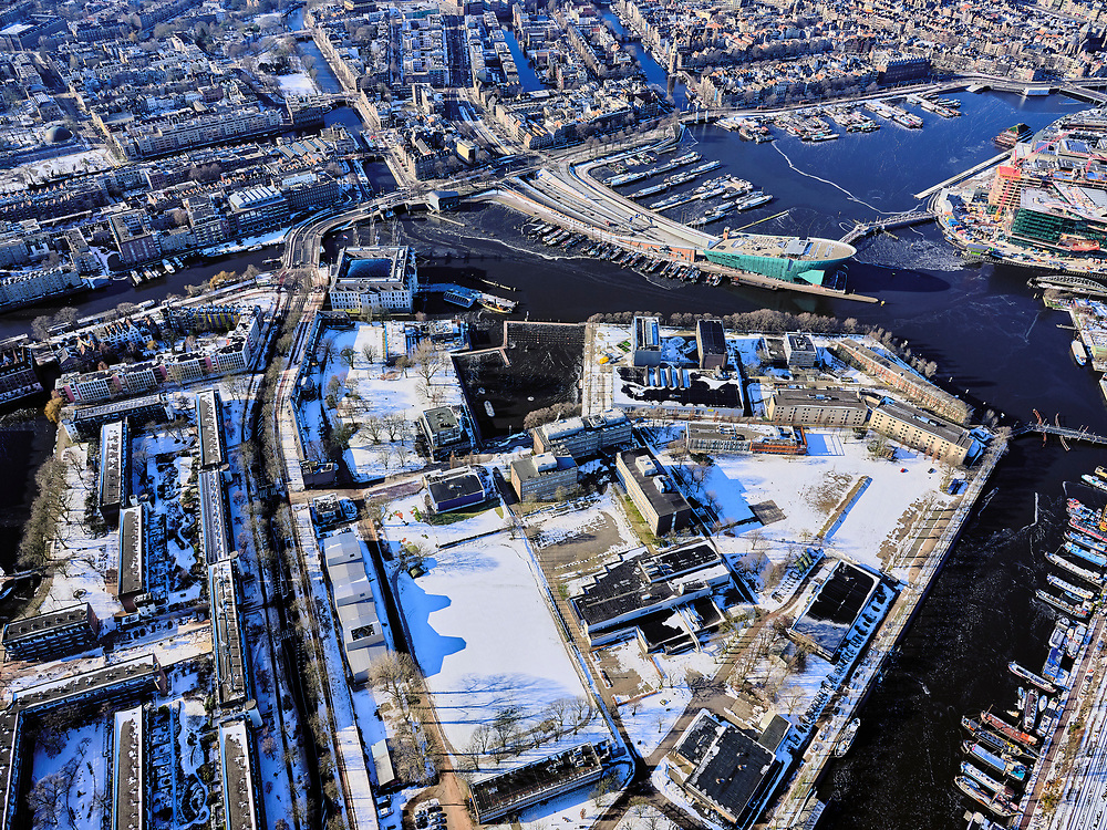 Nederland, Noord-Holland, Amsterdam, 13-02-2021; Kattenburg met Marineterrein, Oosterdok en Scheepvaartmuseum. <br /> <br /> luchtfoto (toeslag op standaard tarieven);<br /> aerial photo (additional fee required)<br /> copyright © 2021 foto/photo Siebe Swart