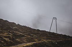 THEMENBILD - eine Seilbahnstütze mit Transportkabel im Nebel bei einer Wanderung zum Wildsee mit dem Wildseeloderhaus, aufgenommen am 20. Oktober 2018 in Fieberbrunn, Österreich // a cable car support with transport cable in the fog during a hike to the Wildsee with the Wildseeloderhaus, Fieberbrunn, Austria on 2018/10/20. EXPA Pictures © 2018, PhotoCredit: EXPA/ JFK