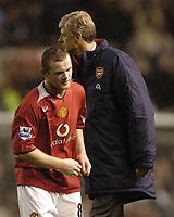 Fotball<br /> Premier League England 2004/2005<br /> Foto: BPI/Digitalsport<br /> NORWAY ONLY<br /> <br /> 24/10/2004 Man Utd v Arsenal, FA Barclays Premiership, Old Trafford<br /> Wayne Rooney walks past an angry Arsene Wenger at full time<br /> Manchester United