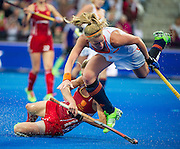 England's Hannah Macleod battles with by Caia van Maaskker of The Netherlands. England v The Netherlands - Final Unibet EuroHockey Championships, Lee Valley Hockey & Tennis Centre, London, UK on 30 August 2015. Photo: Simon Parker