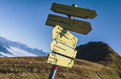 THEMENBILD - Wegweiser am Weg zum Imbachhorn. Wanderung auf das Imbachhorn in den Hohen Tauern, das zwischen dem Fuscher Tal und dem Kapruner Tal liegt, aufgenommen am 09. September 2020 in Kaprun, Oesterreich // Signpost on the way to the summit. Hike to the Imbachhorn in the Hohe Tauern, which lies between the Fuscher Valley and the Kaprun Valley, in Kaprun, Austria on 2020/09/09. EXPA Pictures © 2020, PhotoCredit: EXPA/Stefanie Oberhauser