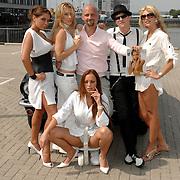 NLD/Amsterdam/20070610 - Presentatie Playboy's Playmates Collectors Special Edition, playmate en model Olga Urashova, Sydney Brandeis, Melisa Schaufeli en Dorien Rose Duinker met Frans van Zoest, Spike