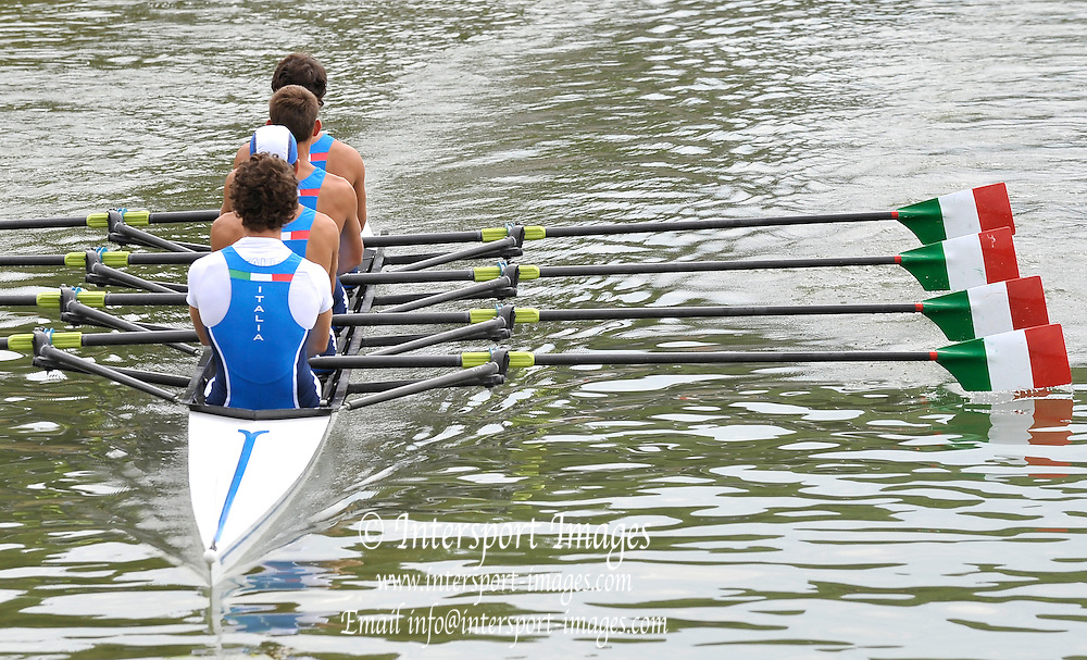 Brive, FRANCE,  ITA JM4X. moving down to the start at the 2009 FISA Junior World Rowing Championships,  Brive La GAILLARDE. Thursday 06/08/2009 [Mandatory Credit. Peter Spurrier/Intersport Images]