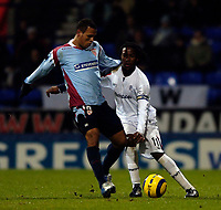 Photo: Jed Wee.<br /> Bolton Wanderers v Sevilla. UEFA Cup. 14/12/2005.<br /> <br /> Sevilla's Luis Fabiano (L) beats Bolton's Ricardo Gardner to the ball.