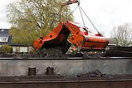 Het baggerwerk (verdieping Houkesleat en industriehavens) wordt in opdracht van de provincie Fryslan en de gemeente Sudwest Fryslan uitgevoerd door aannemer J.P. Schilder BV uit Ursem.