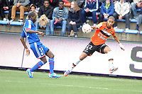 FOOTBALL - FRENCH CHAMPIONSHIP 2012/2013 - L1 - FC LORIENT v OLYMPIQUE LYONNAIS  - 7/10/2012 - PHOTO PASCAL ALLEE / DPPI - KEVIN MONNET-PAQUET (FCL) / MAHAMADOU DABO (OL)