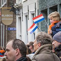 Jaarlijkse aubade voor het Stadhuis in Sneek waarmee Koningsdag 2016 geopend werd.
