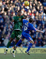 Photo: Daniel Hambury.<br />Crystal Palace v Norwich City. Coca Cola Championship. 25/02/2006.<br />Palace's Michael Hughes (R) and Norwich's Dickson Etuhu battle for the ball.