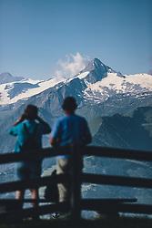 THEMENBILD - Wanderer blicken auf das Kitzsteinhorn, aufgenommen am 30. Juli 2020 in Zell am See, Österreich // Hikers look at the Kitzsteinhorn, Zell am See, Austria on 2020/07/30. EXPA Pictures © 2020, PhotoCredit: EXPA/ JFK