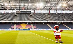 05.04.2017, Red Bull Arena, Salzburg, AUT, OeFB Samsung Cup, FC Red Bull Salzburg vs KSV 1919, Viertelfinale, im Bild das Maskottchen Bullidibumm der Salzburger Bullen vor leere Ränge // during the OeFB Samsung Cup quarterfinal match between FC Red Bull Salzburg and KSV 1919 at the Red Bull Arena in Salzburg, Austria on 2017/04/05. EXPA Pictures © 2017, PhotoCredit: EXPA/ JFK