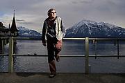 Polo Hofer steht an der Schifflaendte Oberhofen. © Adrian Moser