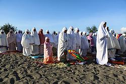 June 15, 2018 - YOGYAKARTA, INDONESIA - JUNE 15: Indonesia muslim pray during Eid Fitr celebrate in Parang tritis beach, Yogyakarta Province, Indonesia on June 15, 2018. Indonesia and muslima around the world celebrate Eid Fitr. (Credit Image: © Sijori Images via ZUMA Wire)
