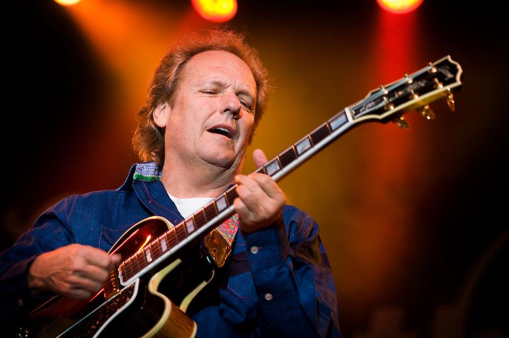 Nederland, Rotterdam, 10 juli  2009.North Sea Jazz festival.Lee Ritenour, jazzgitarist.Foto (c) Michiel Wijnbergh