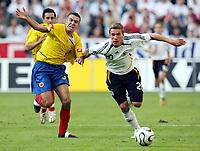 Fotball<br /> Landskamp<br /> Tyskland v Colombia<br /> 02.06.2006<br /> Foto: Imago/Digitalsport<br /> NORWAY ONLY<br /> <br /> Lukas Podolski (Deutschland, re.) gegen Andres Felipe Orozco (Kolumbien)