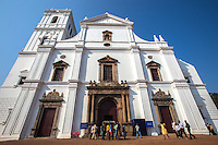 Se Catedral de Santa Catarina usually just called Se Cathedral, is the cathedral of Catholic Archdiocese of Goa.  It is one of the most celebrated churches in Goa  built to commemorate the victory of the Portuguese capture of the city of Goa in 1510. Since the day of the victory occurred on the feast of Saint Catherine, the cathedral was dedicated to her name.  Se Cathedral originally had two towers, but after the collapse of the right tower it was never rebuilt.