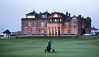ST. ANDREWS -Schotland-GOLF. Clubhuis R&A (Royal and Ancient Golf Club of St. Andrews) aan  Old Course  COPYRIGHT KOEN SUYK