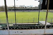 Nederland, Wageningen, 20-7-2016 Het voormalige stadion van de legendarische voetbalclub FC Wageningen, ooit een trotse erediviesie club . Het oude ongebruikte stadion is inzet van een strijd tussen vrienden van het stadion, die het willen behouden, en natuurliefhebbers die het weg willen hebben . Vervallen maar niet gesloopt, afgebroken, vanwege de ligging in een beschermd natuurgebied, de Wageningse Berg . In 1992 werd hier de laatste prof wedstrijd gespeeld . Foto: Flip Franssen