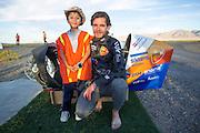 Jan Bos met Diego. In Battle Mountain (Nevada) wordt ieder jaar de World Human Powered Speed Challenge gehouden. Tijdens deze wedstrijd wordt geprobeerd zo hard mogelijk te fietsen op pure menskracht. Het huidige record staat sinds 2015 op naam van de Canadees Todd Reichert die 139,45 km/h reed. De deelnemers bestaan zowel uit teams van universiteiten als uit hobbyisten. Met de gestroomlijnde fietsen willen ze laten zien wat mogelijk is met menskracht. De speciale ligfietsen kunnen gezien worden als de Formule 1 van het fietsen. De kennis die wordt opgedaan wordt ook gebruikt om duurzaam vervoer verder te ontwikkelen.<br /> <br /> In Battle Mountain (Nevada) each year the World Human Powered Speed Challenge is held. During this race they try to ride on pure manpower as hard as possible. Since 2015 the Canadian Todd Reichert is record holder with a speed of 136,45 km/h. The participants consist of both teams from universities and from hobbyists. With the sleek bikes they want to show what is possible with human power. The special recumbent bicycles can be seen as the Formula 1 of the bicycle. The knowledge gained is also used to develop sustainable transport.