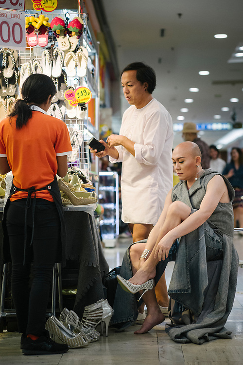"""Bangkok January 2018,<br /> Chana Lanna, """"She"""" is a famous transgender in Bangkok. At the MBK Fashion Mall, """"She"""" gets her new shoes ... size 43.Bangkok Janvier 2018,<br /> Chana Lanna, """"Elle"""" est une transsexuelle célèbre à Bangkok. Au centre commercial MBK Fashion Mall, """"Elle"""" reçoit ses nouvelles chaussures... taille 43."""