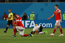 June 19, 2018 - SãO Petersburgo, Rússia - SÃO PETERSBURGO, MO - 19.06.2018: RUSSIA VS EGYPT - Russian players celebrate and Egyptians greet at the end of the match between Russia and Egypt valid for the 2018 World Cup held at the Zenit Arena in St. Petersburg, Russia. (Credit Image: © Ricardo Moreira/Fotoarena via ZUMA Press)