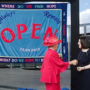 NLD/Amsterdam/20120922 - Koningin Beatrix opent het Vernieuwde Stedelijk Museum , Koningin Beatrix feliciteert  Directeur Stedelijk Museum Ann Goldstein met de opening van het museum
