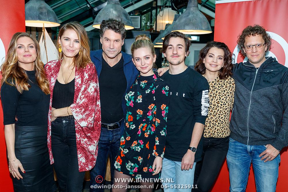 NLD/Amsterdam/20180104 - Persviewing SBS Zomer in Zeeland, (vlnr) Tamara Brinkman, Hanna Verboom, Daniel Boissevain, Pip Pellens, Tonko Bossen, Nyncke Beekhuyzen en Marc Nochem