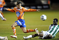 Fotball , 3. februar 2011 , Copa del Sol<br /> Aalesund - Karpaty Lviv<br /> <br /> Lars Fure , Aalesund<br /> Samson Godwin , KL