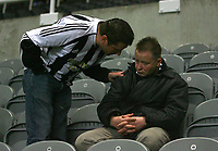 Photo: Andrew Unwin.<br /> Newcastle United v Sheffield United. The Barclays Premiership. 04/11/2006.<br /> One Newcastle fan needs to be stirred at the end of the defeat to Sheffield United.