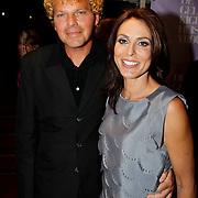 NLD/Amsterdam/20100412 - Premiere film de Gelukkige Huisvrouw, Heleen van Royen met partner Ton