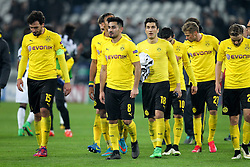 24.02.2015, Veltins Arena, Turin, ITA, UEFA CL, Juventus Turin vs Borussia Dortmund, Achtelfinale, Hinspiel, im Bild l-r: enttaeuschung bei Mats Hummels #15 (Borussia Dortmund), Ilkay Guendogan #8 (Borussia Dortmund), Nuri Sahin #18 (Borussia Dortmund), Henrikh Mkhitarjan #10 (Borussia Dortmund), Oliver Kirch #21 (Borussia Dortmund), die Mannschaft geht in die Fankurve // during the UEFA Champions League Round of 16, 1st Leg match between between Juventus Turin and Borussia Dortmund at the Veltins Arena in Turin, Italy on 2015/02/24. EXPA Pictures © 2015, PhotoCredit: EXPA/ Eibner-Pressefoto/ Kolbert<br /> <br /> *****ATTENTION - OUT of GER*****